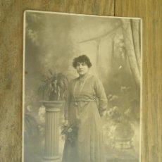 Fotografía antigua: ANTIGUA FOTOGRAFÍA ALBÚMINA EN CARTÓN . 13 CM X 8.5 CM .. Lote 45146693