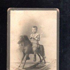 Fotografía antigua: ANTIGUA FOTOGRAFIA. FOTO DE NIÑO CON CABALLITO DE JUGUETE. FOTO OTERO Y COLOMINAS. HABANA, CUBA. VER. Lote 45148768