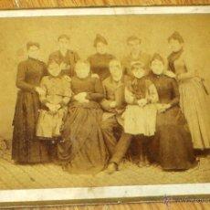 Fotografía antigua: FOTOGRAFÍA ALBÚMINA GRUPO DE FAMILIA FINALES SIGLO XIX. Lote 45165261