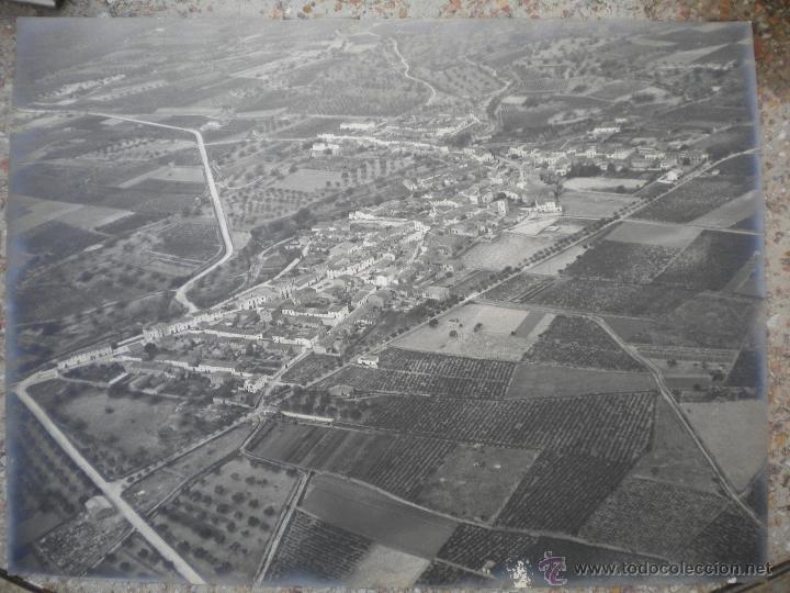 ANTIGUA FOTOGRAFIA AEREA DE LA BISBAL DEL PENEDES 1950u0027S.
