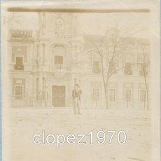 Fotografía antigua: SEVILLA, SIGLO XIX, ALBUMINA CABALLERO ANTE EL PALACIO DE SAN TELMO,120X90MM. Lote 45631632