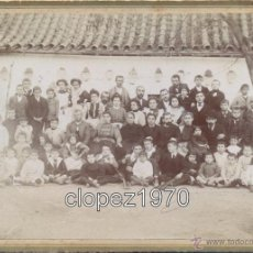 Fotografía antigua: SANTANDER, SIGLO XIX, MAGNIFICO RETRATO FAMILIAR, ALBUMINA SOBRE CARTON, FOT.LOS ITALIANOS,180X130MM. Lote 46035101