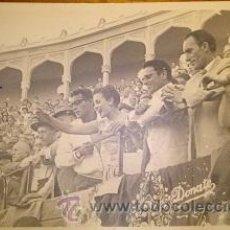 Fotografía antigua: ANTIGUA FOTOGRAFIA DE CARMEN SEVILLA Y JORGE MISTRAL EN LA PLAZA DE TOROS DE ALBACETE. Lote 46195574