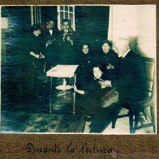 Fotografía antigua: DURANTE LA LECTURA. PRINCIPIOS S. XX. Lote 46717730