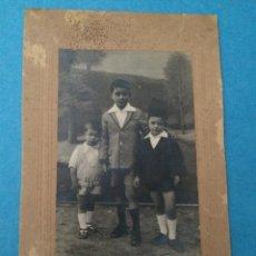 Fotografía antigua: FOTOGRAFIA DE TRES NIÑOS - FOTOGRAFO LEONCIO (PHOTO-ART) - LIMPIAS - SANTANDER - AÑO 1925. Lote 46738225