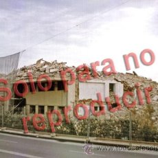 Fotografía antigua: ALICANTE FOTOGRAFÍA ANTIGUO CLUB DE REGATAS DERRIBO AÑO 1999 TAMAÑO 20X15CM. Lote 48446282