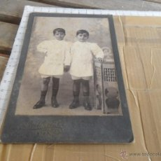 Fotografía antigua: FOTO FOTOGRAFIA ALBUMINA DE ESTUDIO NIÑOS DEDICADA 1904. Lote 48490201