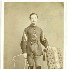 Alte Fotografie - MILITAR. CAPITÁN DE ARTILLERIA.VICENTE CORREA Y PALAVICINO. LÁTIGO. BARCELONA.HACIA 1870.TIPO CDV. - 48979850