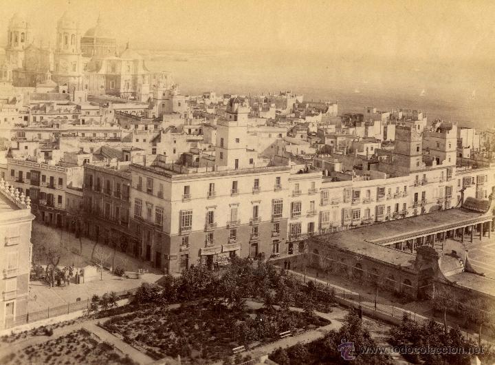 RAFAEL ROCAFULL Y MONTFORT.1720 CÁDIZ LA CATEDRAL DESDE LA TORRE (Fotografía Antigua - Albúmina)