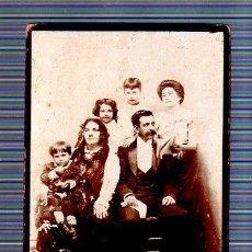 Fotografía antigua: CUBA. FOTOGRAFIA DE ESTUDIO DE UNA FAMILIA. FOTO J. GISPERT. 16 X 11CM.. Lote 49352975