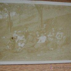 Fotografía antigua: GRUPO EN EL CAMPO. Lote 49477450