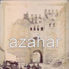 Fotografía antigua: SEGOVIA,CIRCA 1885, ESPECTACULAR ALBUMINA DE LA PUERTA DE SAN ANDRES, AMBIENTADA,216X276MM. Lote 49624569
