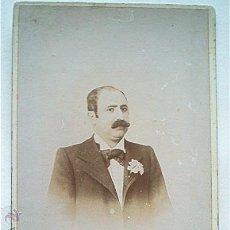 Fotografía antigua: FOTO DE CABALLERO CON CLAVEL. FOTOGRAFÍA MODERNA (VALENCIA). PP. SIGLO XX. Lote 49865272