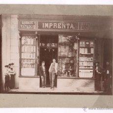 Fotografía antigua: LIBRERÍA IMPRENTA POR IDENTIFICAR 1890'S. BARCELONA CIUDAD PROBABLEMENTE. SOPORTE: 17X22CM. Lote 50145841