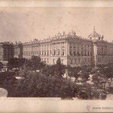 Fotografía antigua: MADRID, 34 BIS. EL PALACIO REAL EN LA PLAZA DE ORIENTE, FOTO: LAURENT, MADRID. 25X34 CM.. Lote 50231786