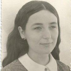 Fotografía antigua: ANTIGUA FOTO EN BLANCO Y NEGRO DE UNA CHICA DE LA CASA LOXAR DE SEVILLA. Lote 195420671