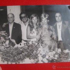 Fotografía antigua: FOTOGRAFIA FALLAS 1973 FRANCISCO ALARCO JCF CON VOCENTE LLADRO Y ROSA MARI LLADRO . Lote 50629120