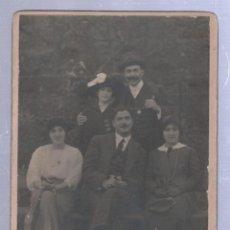 Fotografía antigua: ANTIGUA FOTOGRAFIA DE UNA FAMILIA. 13 X 18CM.. Lote 50696185