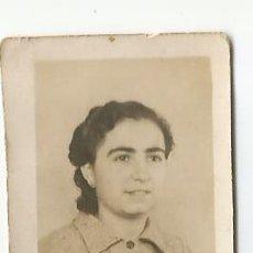 Fotografía antigua: ANTIGUA FOTO EN BLANCO Y NEGRO DE FORMATO RETRATO EN PAPEL BLANDO, EN BLANCO Y NEGRO DE UNA CHICA. Lote 50777780
