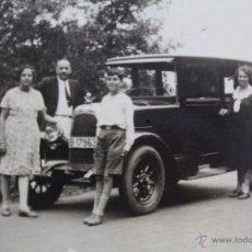 Fotografía antigua: F-972. PASEO FAMILIAR EN COCHE POR ALREDEDORES DE BARCELONA. AÑOS VEINTE.. Lote 50971515