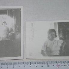 Fotografía antigua - LOTE DE 2 CURIOSAS FOTOGRAFIAS ANTIGUAS DE UNA MUJER, MUY ILUMINADAS, HACIA 1970 - 51179498