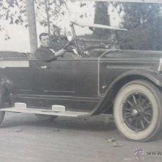Fotografía antigua: ESPECTACULAR FOTO 25 X 15 CTMS. LUJOSO AUTOMÓVIL. BARCELONA. AÑOS 1920-30S. FOTO: GARRETA. Lote 51475273