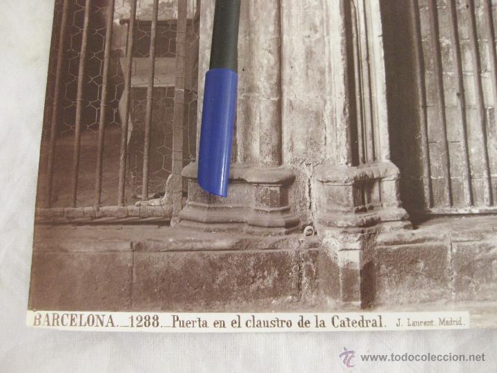 Fotografía antigua: FOTOGRAFÍA ALBÚMINA DE J. LAURENT. 25 X 33,5. BARCELONA 1288. PUERTA EN EL CLAUSTRO DE LA CATEDRAL - Foto 2 - 52290047