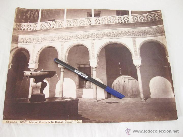FOTOGRAFÍA ALBÚMINA DE J. LAURENT. 26,5 X 35,5. SEVILLA 1812 BIS. PATIO DEL PALACIO DE LAS DUEÑAS (Fotografía Antigua - Albúmina)