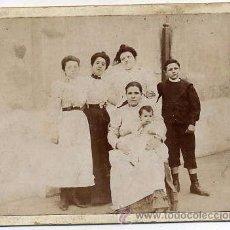 Fotografía antigua: FOTO GRUPO FAMILIAR TAMAÑO C.D.V. SIN REVERSO. Lote 53602747