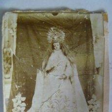 Fotografía antigua: EXTRAÑISIMA FOTO DEL SIGLO XIX DE MUY EXTRAÑA VIRGEN CON PELO NATURAL. ROTA Y PEGADA. Lote 53689694
