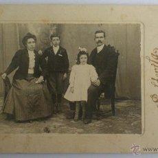 Fotografía antigua: ANTIGUA FOTOGRAFIA, FAMILIA POSANDO, FOTOGRAFO SOLDEVILA. Lote 53793394