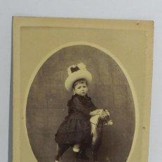 Fotografía antigua: FOTOGRAFIA DE NIÑA CON CABALLO DE CARTON, MIDE 15 X 10,2 CMS.. Lote 53903508