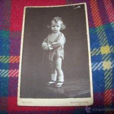 Fotografía antigua: PRECIOSA FOTOGRAFÍA ANTIGUA DE UNA NIÑA,PRNCIPIOS DEL S.XX. RENOM.BARCELONA.. Lote 54597376