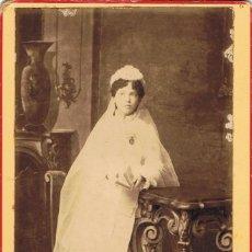 Fotografía antigua: FOTO CABINET.NIÑA DE COMUNION. CA.1890. FOTÓGRAFO: MARTINEZ .REUS. Lote 55150614