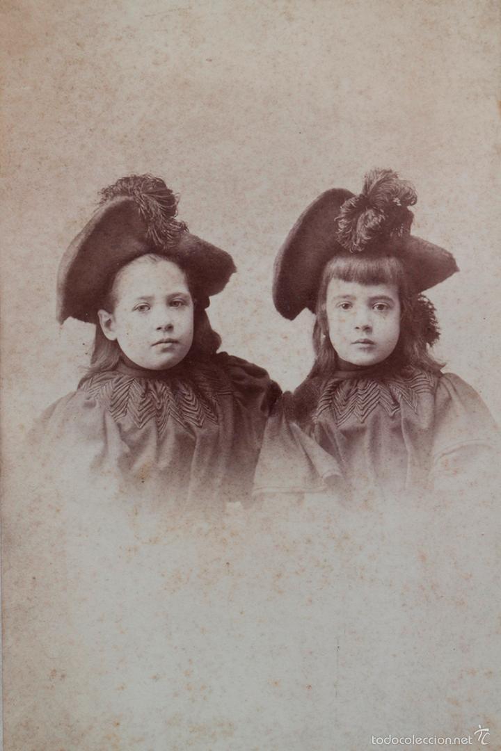 DOS HERMANAS, FINALES S. XIX. FOTO BROQUIER, BILBAO. 13,5 X 22 CM (Fotografía Antigua - Albúmina)