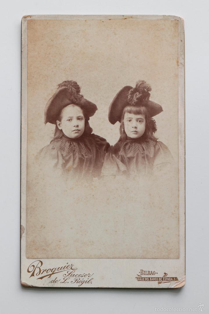 Fotografía antigua: Dos hermanas, finales S. XIX. Foto Broquier, Bilbao. 13,5 x 22 cm - Foto 2 - 55337225