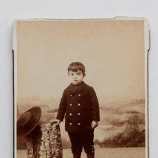 Fotografía antigua: FOTO DE NIÑO CON POLAINAS Y SOMBRERO. FINAL S. XIX. J. GUTIERREZ, MADRID. 11 X 15,5 CM. Lote 55351102
