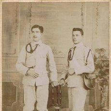 Fotografía antigua: FOTO MILITARES CON UNIFORMES DE RAYAS. PEDRO CERVERA Y JOSE CORCOLL. 1907. MAHON. FOT: A.FERRER.. Lote 55861405