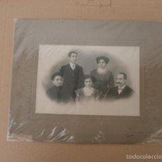Fotografía antigua: FOTOGRAFIA ANTIGUA GRUPO FAMILIAR CON FOTOGRAFO ALBUMINA-1378 . Lote 56038271