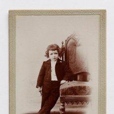 Fotografía antigua: NIÑO CON TIRABUZONES VESTIDO CON TRAJE Y CHISTERA. A. MEDINA FOTÓGRAFO. GRANADA. Lote 56053360