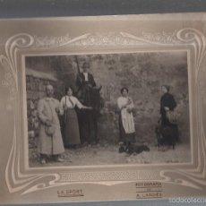 Fotografía antigua: ANTIGUA FOTOGRAFIA DE JOVENES Y SEÑOR MONTADO A CABALLO. PERROS Y GATOS. LA SPORT. FOTO A.LARDIES.. Lote 56118734