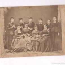 Fotografía antigua: RETRATO DE GRUPO DE MUJERES, FAMILIA VIA- FREIXAS, ALBÚMINA 11,5X15,5 CM.. Lote 56682092