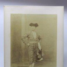 Fotografía antigua: FOTOGRAFIA ALBUMINA DE LUIS MAZZANTINI, SEVILLA, FOTOGRAFO BEAUCHY, TAUROMAQUIA, MUY GRANDE MIDE 35 . Lote 56818215