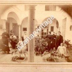 Fotografía antigua: SEVILLA, SIGLO XIX, ESPECTACULAR ALBUMINA COSTUMBRISTA, PATIO SEVILLANO,FOT.GERARDO CAMBA,310X240MM. Lote 57173038