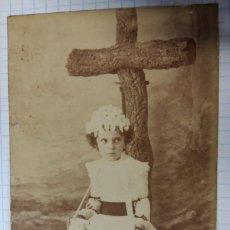 Fotografía antigua: FOTO DE ESTUDIO, NIÑA, 6,5 X 10 CM APROX.. Lote 57073167