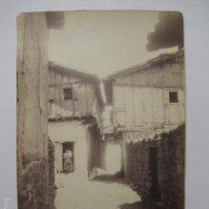 Fotografía antigua: CUACOS YUSTE - ALBUMINA LAURENT- 2589 - UNA CALLE DE CUACOS - -VER FOTOS Y MEDIDAS - (V- 5828). Lote 57155178