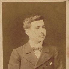 Fotografía antigua: FOTO CABINET RETRATO DE JOVEN CON PAJARITA. CA.1895. FOTÓGRAFO: VDA. DE ROGELIO LÓPEZ. BARCELONA.. Lote 57416819