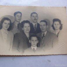 Fotografía antigua: FOTOGRAFIA FAMILIA VIGO 1947 FOTOGRAFO VALIN 18 CM X 12 CM APROX. Lote 57488573