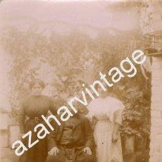 Fotografía antigua: SEVILLA, SIGLO XIX, PRECIOSA ALBUMINA COSTUMBRISTA , SACERDOTE EN PATIO SEVILLANO,84X108MM. Lote 57772919