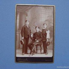 Fotografía antigua: FOTOGRAFÍA ALBÚMINA (14 X 10,5 CMS.) ALUMNOS AGUIRRE (1884) MADRID, ALVIACH ¡ORIGINAL!. Lote 57804091